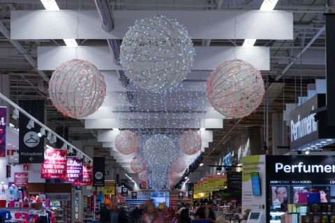 Christmas decorations for supermarkets and department stores
